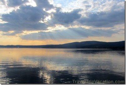 angel_rays_lake_trevignano
